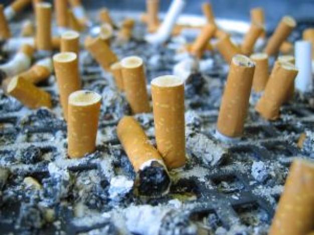 Od dziś wysokie kary za zgaszenie papierosa na paryskim chodniku