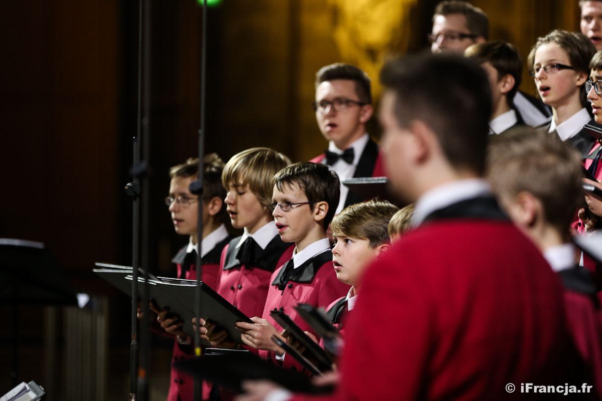 Nauka śpiewu w dziecięcym chórze przy Katedrze Notre-Dame