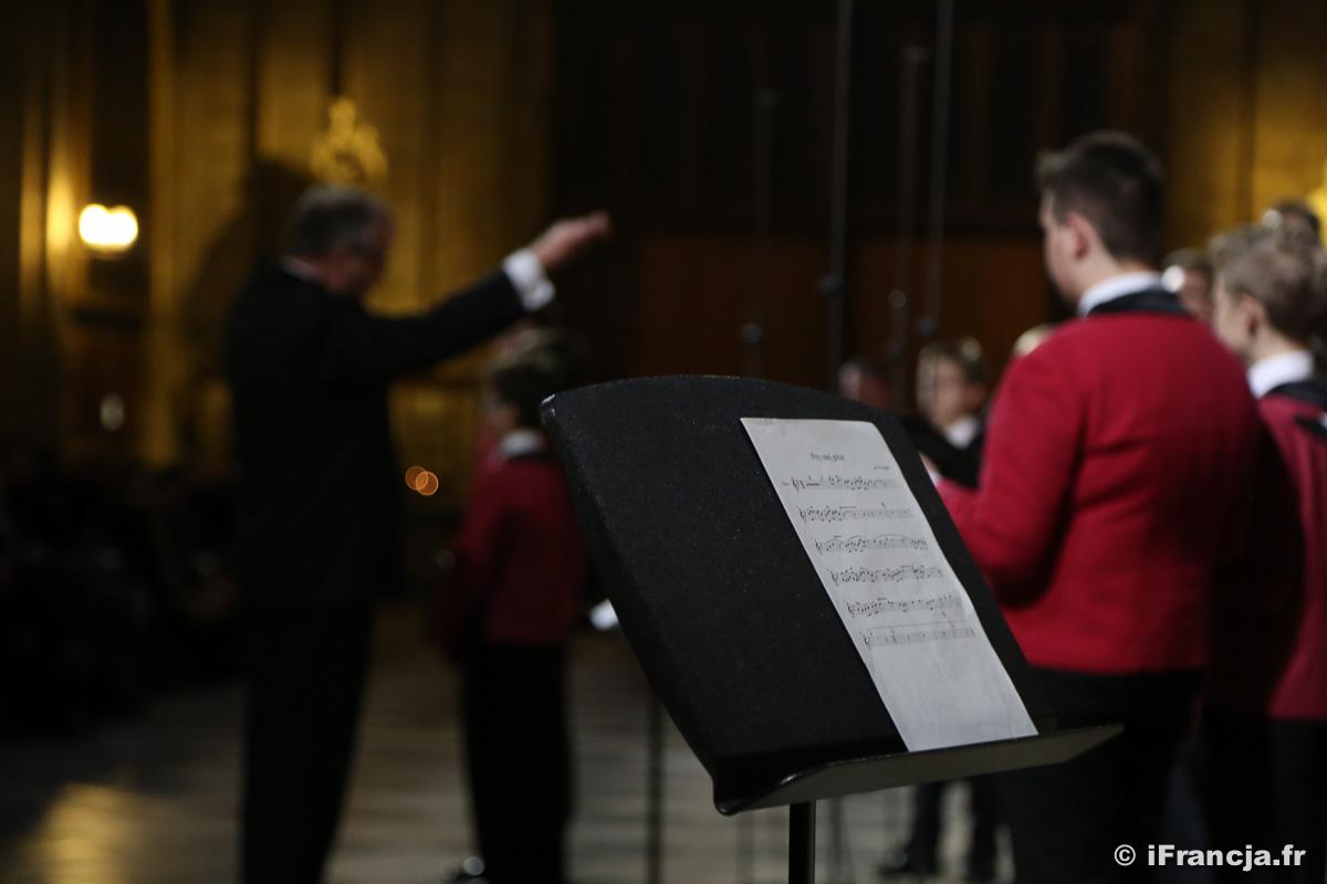 Koncert chóru Poznańskie Słowiki w katedrze Notre-Dame – Fotoreportaż