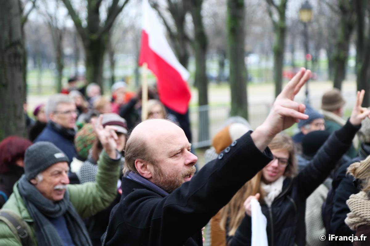 Manifestacja KOD w Paryżu