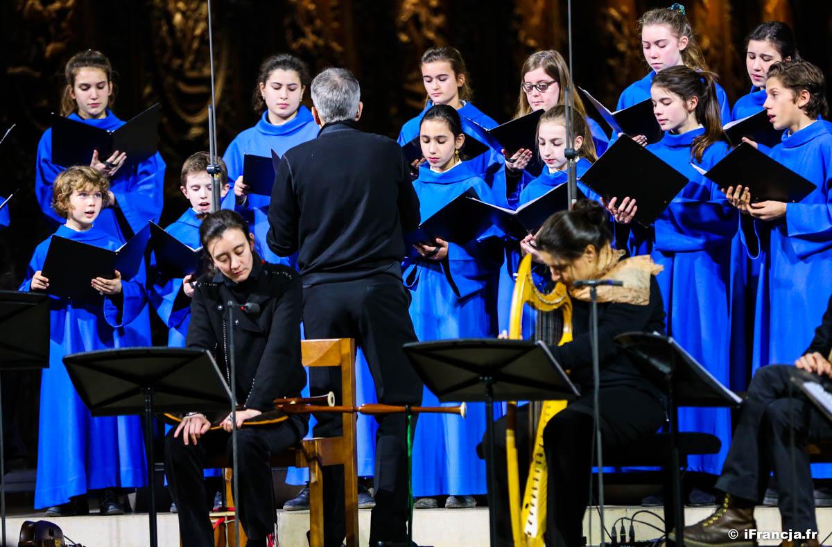 Koncert muzyki średniowiecza w Notre-Dame – Fotoreportaż