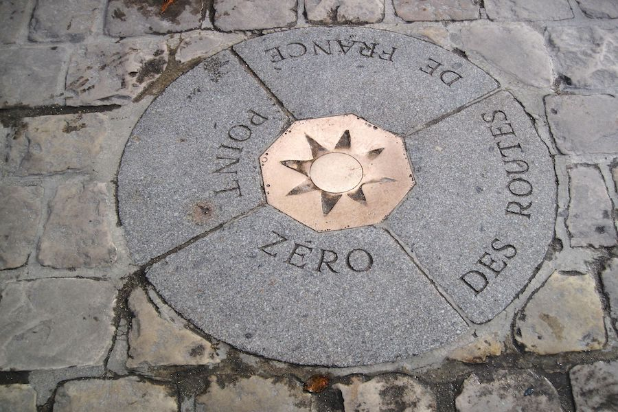 Kilometr zerowy przed katedrą Notre-Dame