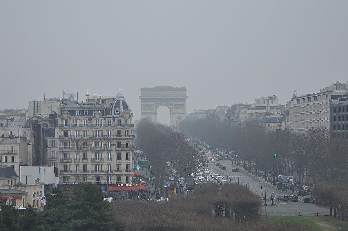 Jutro podwyższone zanieczyszczenie powietrza w Paryżu