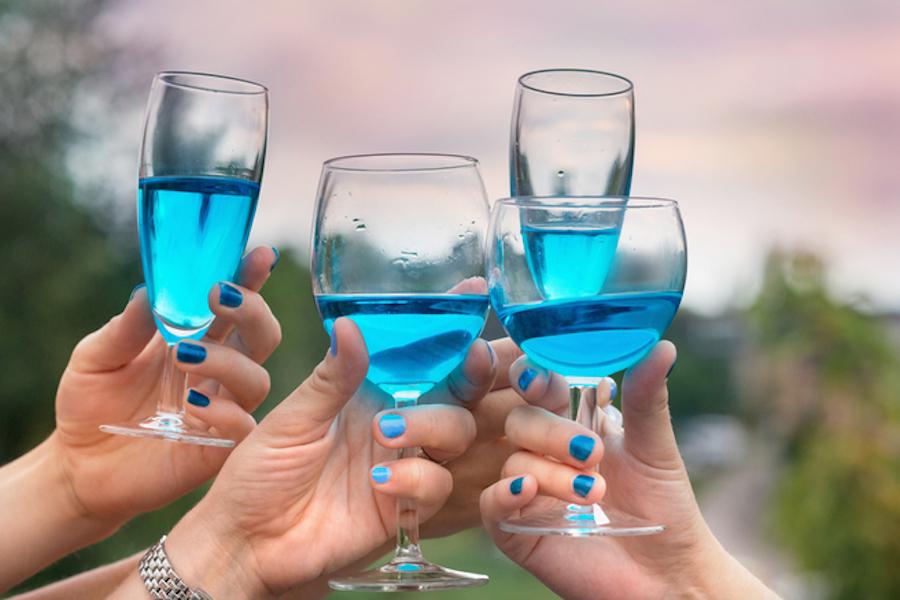 Niebieskie wino – nowość na rynku winiarskim