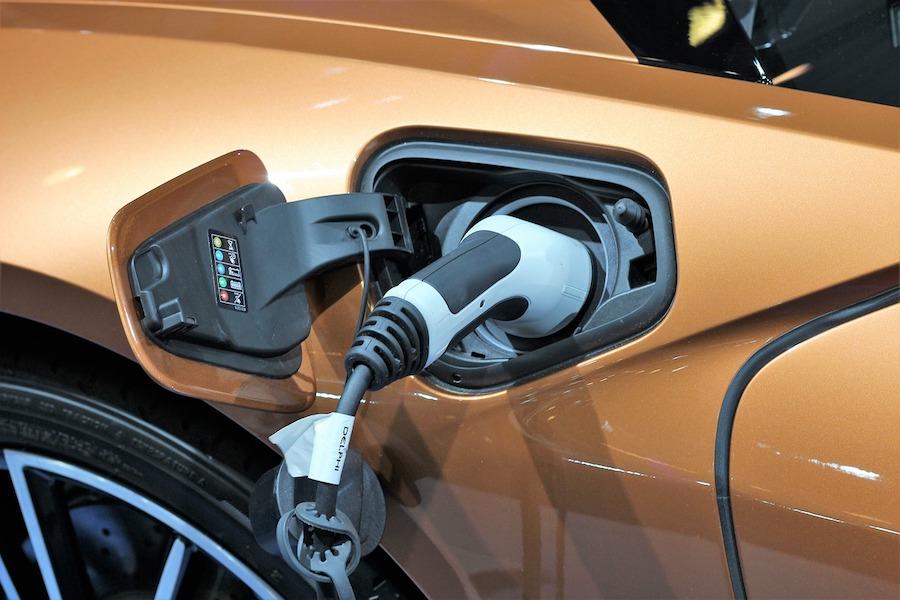 Francuzi wahają się przed zakupem samochodu elektrycznego