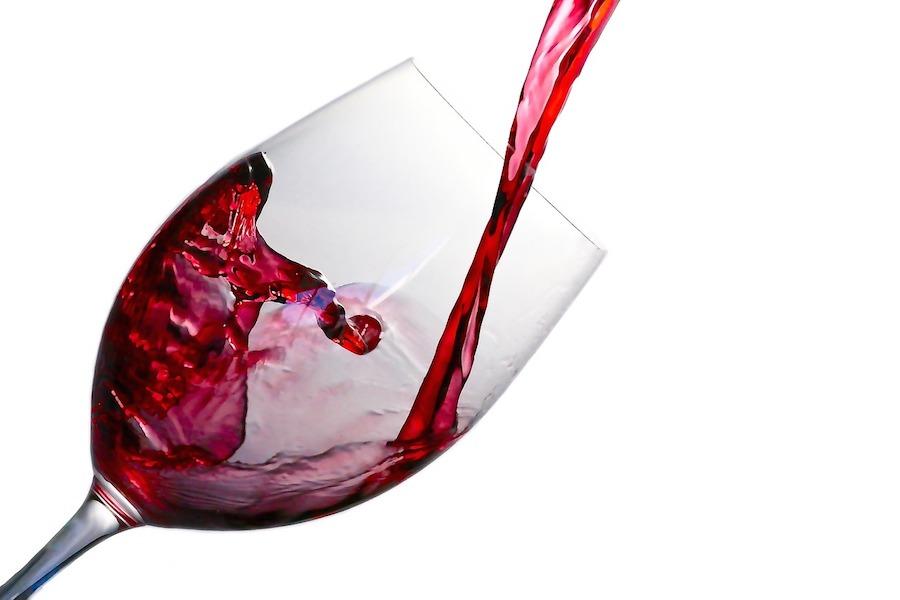 Nawet kieliszek czerwonego wina codziennie może być zgubny dla naszego zdrowia