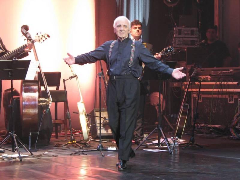 Odszedł legendarny piosenkarz Charles Aznavour
