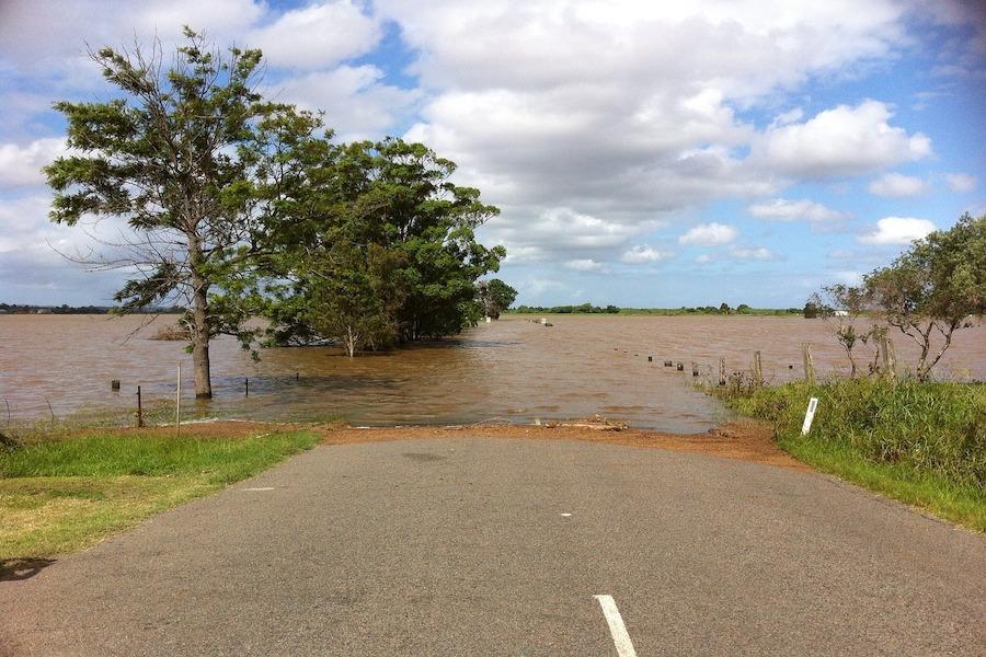 Powodzie i zakłócenia w transporcie w związku z opadami na wschodzie kraju