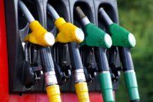 """Stacje paliw w Bretanii będą zamknięte w geście solidarności z """"żółtymi kamizelkami"""""""
