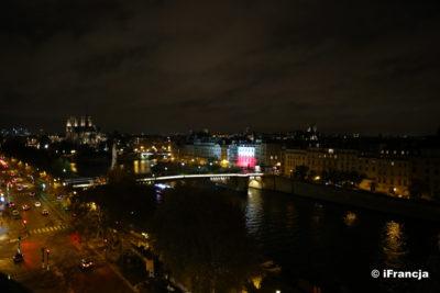 Polska Biblioteka w Paryżu podświetlona do jutra  w barwach narodowych z okazji Święta Niepodległości