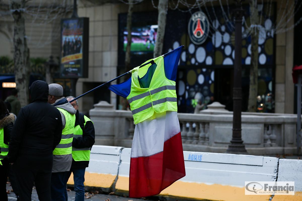 """Francuski rząd wzywa """"żółte kamizelki"""" do zaprzestania protestu"""