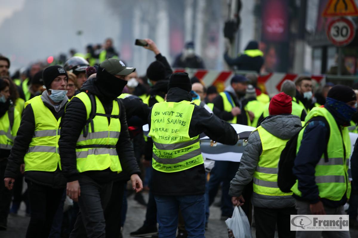 """Kolejne manifestacje ruchu """"żółtych kamizelek"""" – Akt VII"""