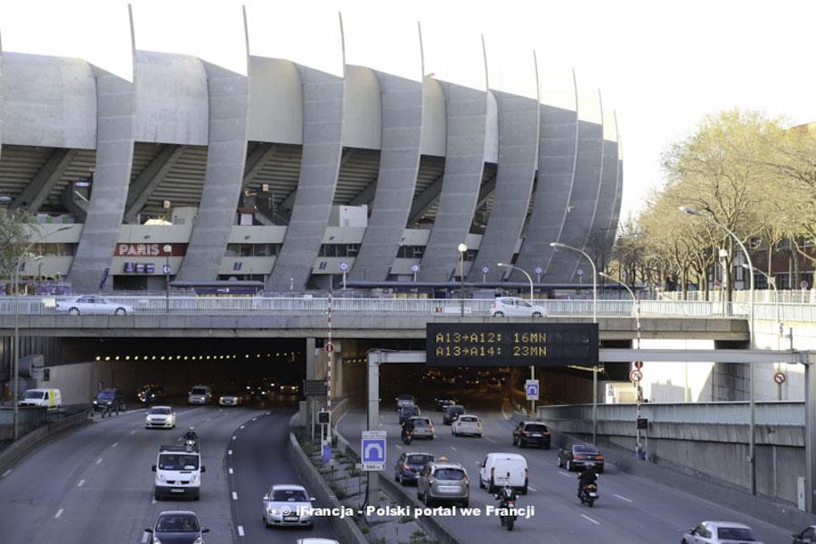 Władze Paryża chcą wprowadzenia ograniczeń w ruchu pojazdów w tę środę