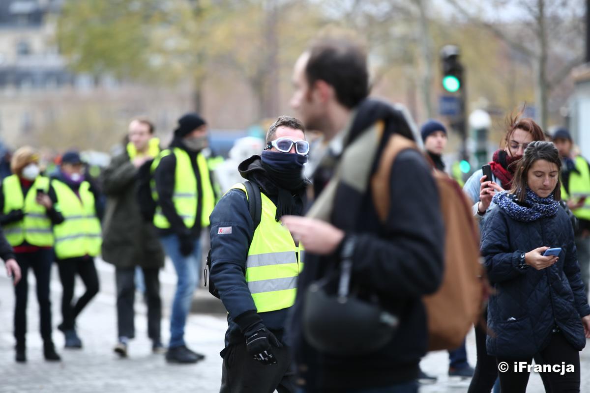 """Francuskie służby sprawdzą, czy doszło do obcej ingerencji w protesty """"żółtych kamizelek"""""""