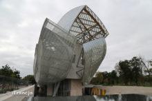 Mega-art po burzy – Paryski nie-co-dziennik