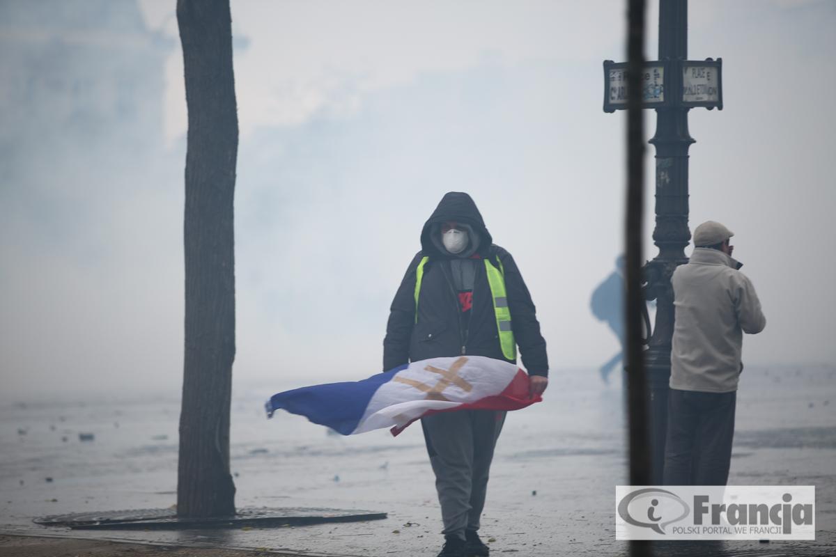 """Dzisiejsze manifestacje """"żółtych kamizelek"""" w Paryżu"""