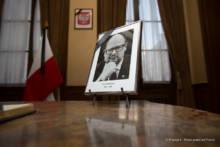 Rozpoczęły się wpisy do księgi kondolencyjnej poświęconej pamięci Pawła Adamowicza