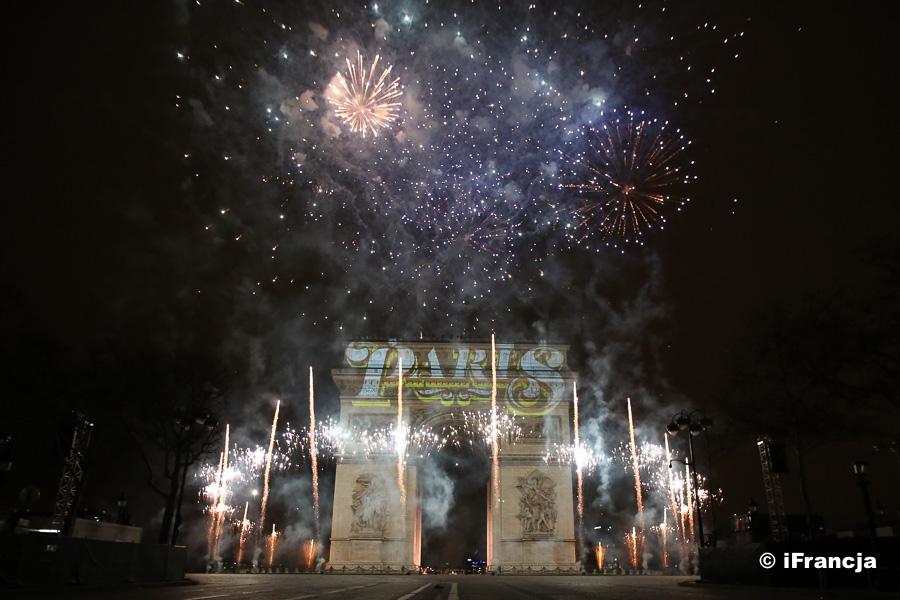 Przywitanie Nowego Roku na Polach Elizejskich