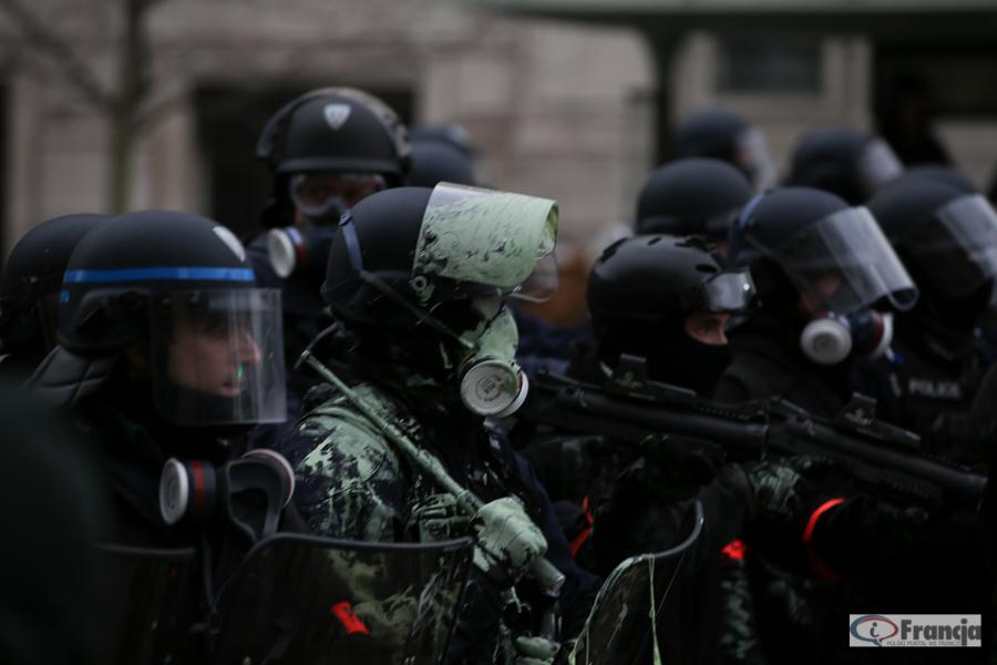 """Nowa broń """"żółtych kamizelek"""" przeciw policji"""