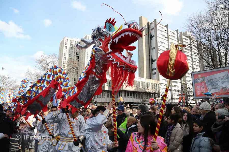Parady w Paryżu z okazji chińskiego Nowego Roku