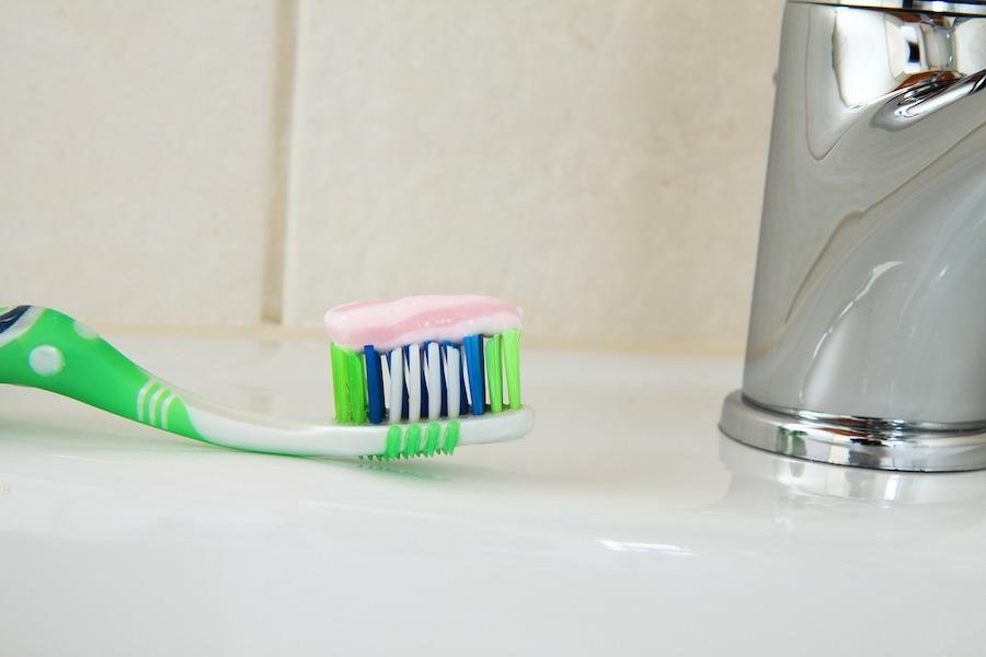 Dwie trzecie past do zębów zawiera ten potencjalnie kancerogenny barwnik
