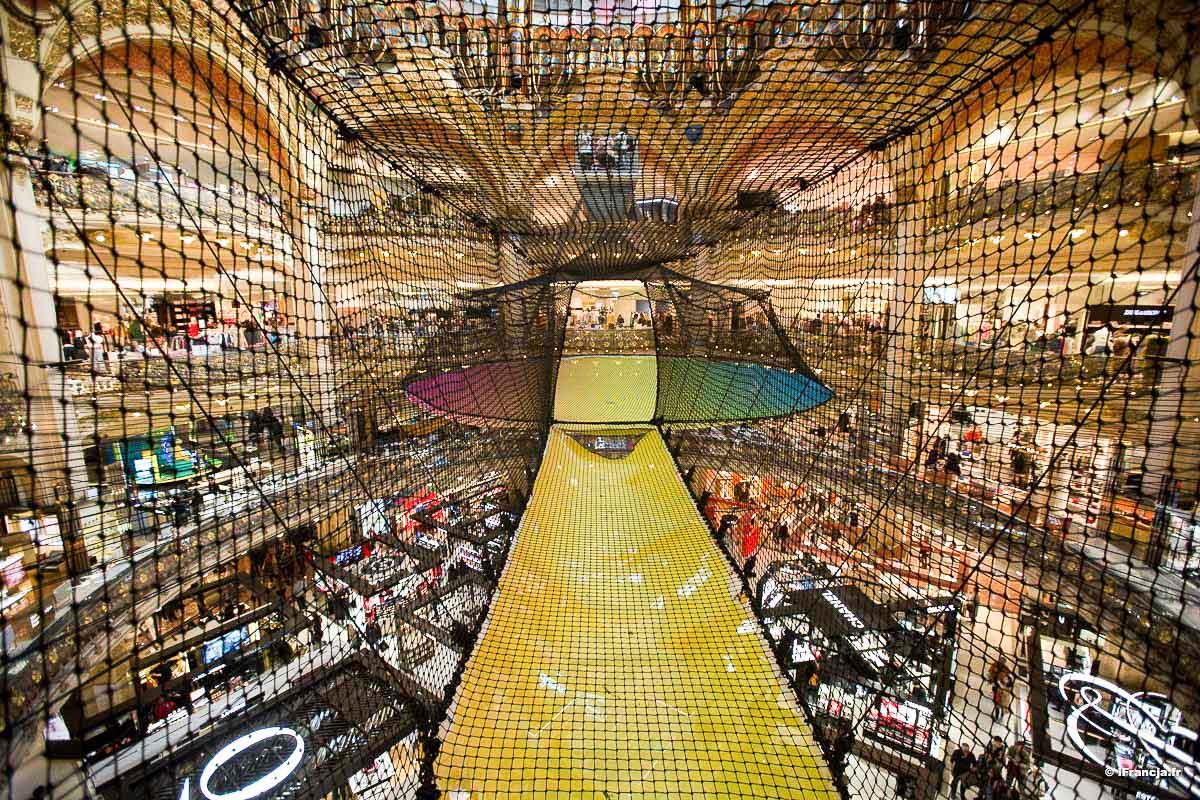 Operacja Funorama w paryskiej galerii handlowej