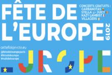 Dzień Europy przed ratuszem Paryża