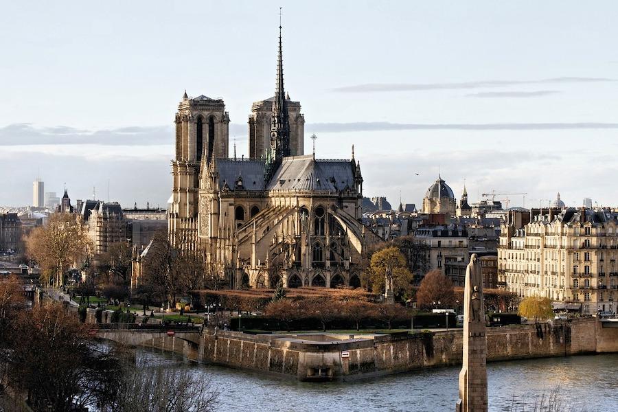 Sprawca zamachu przed Notre Dame w 2017 r. dostał 28 lat więzienia
