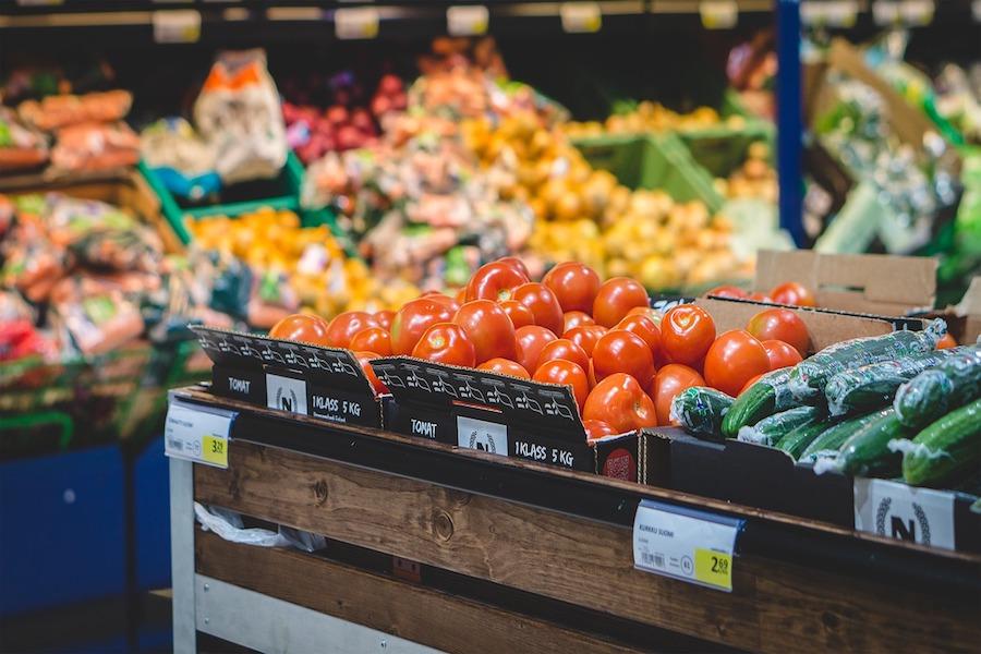 UFC-Que Choisir: Zbyt wysokie marże na ekologicznych owocach i warzywach eko w sieciach handlowych