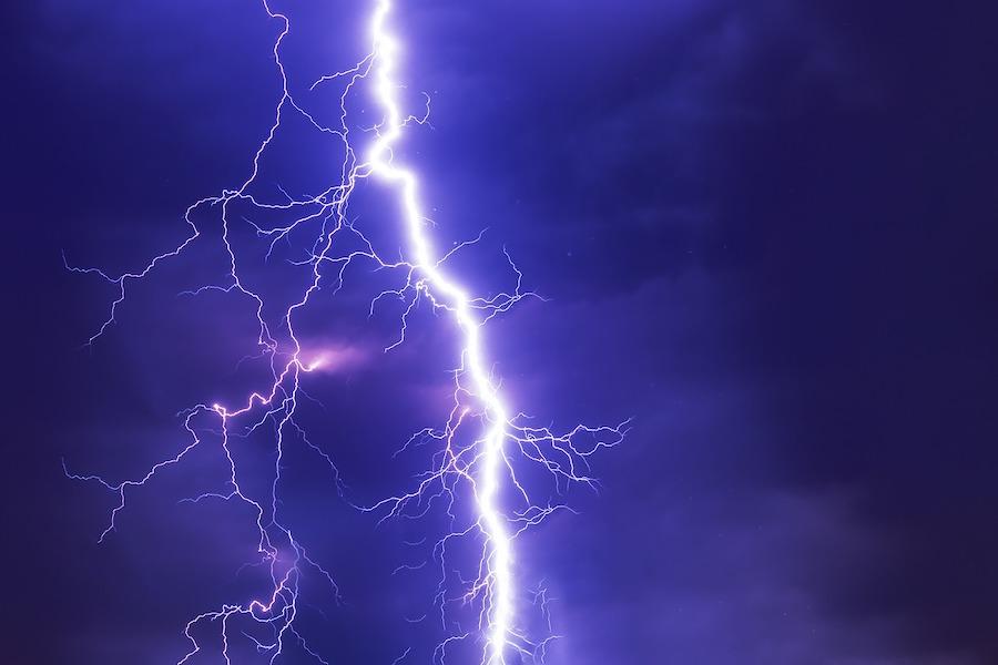 Burze, tornada i lokalne powodzie