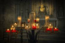 Kapłani i wierni bez maseczek podczas wielkanocnej mszy