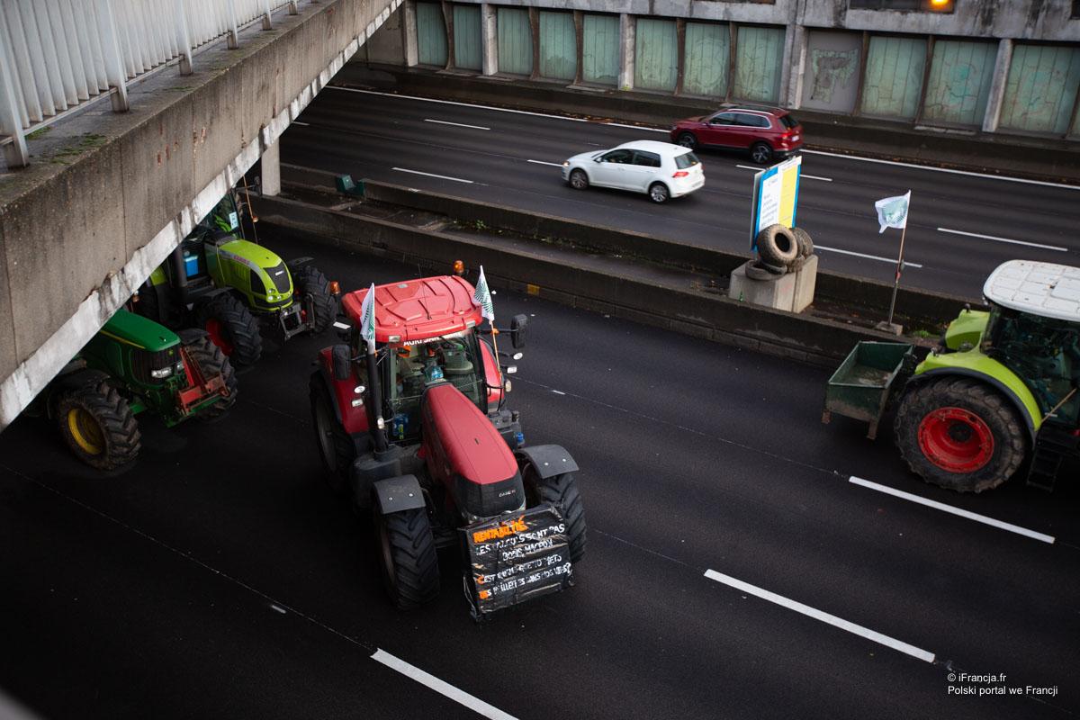 Rolnicy blokują drogi, protestują przeciwko preferowaniu przez UE żywności ekologicznej