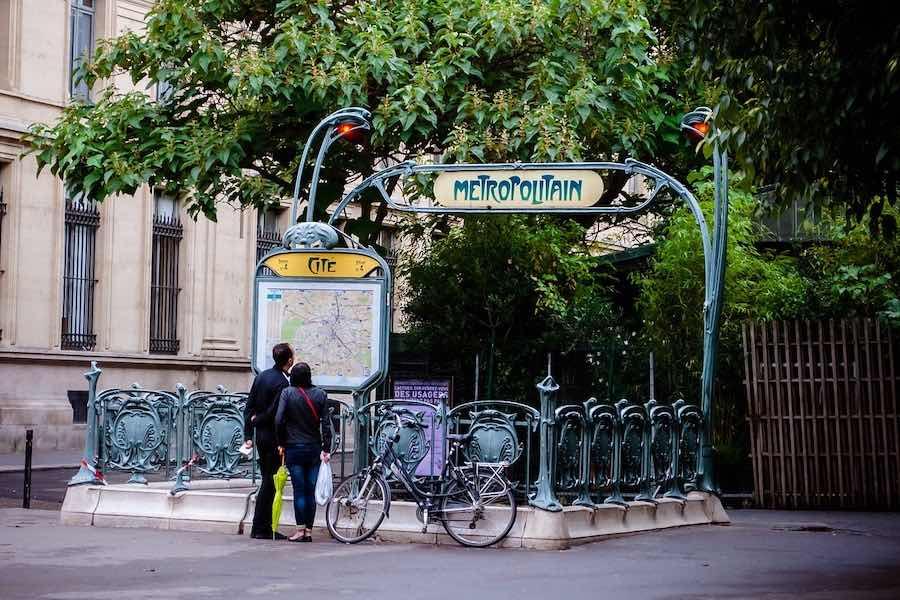 Zwrot kosztów biletu Imagine'R i abonamentu Vélib dla młodych paryżan