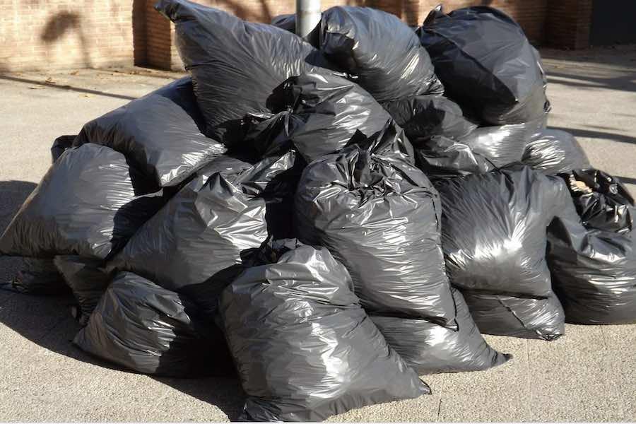 Marsylia tonie w śmieciach; trwa strajk śmieciarzy
