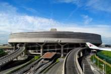 PLL LOT zawieszają połączenia lotnicze Paryż-Warszawa w obu kierunkach