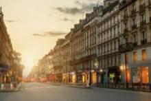 Paryska ulica Rivoli bez samochodów