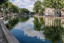 Pierwszego dnia wychodzenia z kwarantanny wprowadzono zakaz spożywania alkoholu przy kanale Saint-Martin w Paryżu
