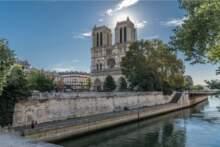 Otwarcie dziedzińca przed katedrą Notre-Dame