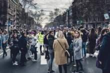 Obchody pierwszomajowe w całym kraju; Le Pen ogłosiła początek kampanii wyborczej