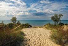 Wzrost liczby chorych na reanimacji – testy na Covid-19 przy niektórych plażach