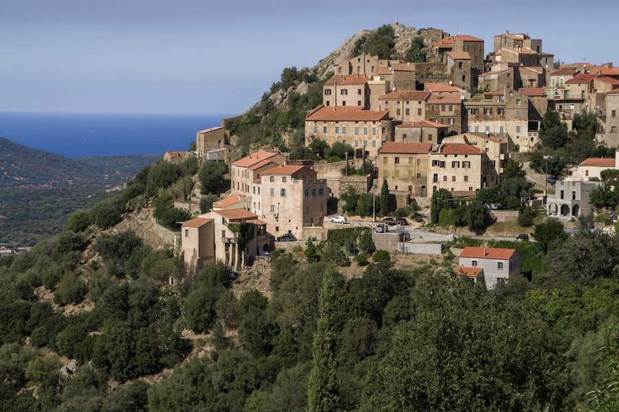 Korsyka oraz region PACA wprowadzają obostrzenia sanitarne