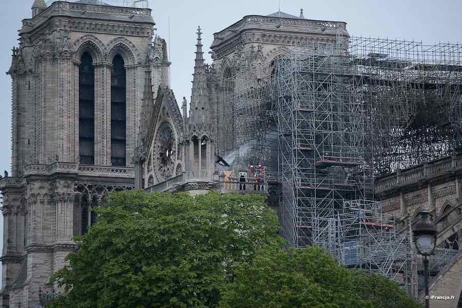 Rozpoczęto demontaż rusztowania katedry Notre-Dame