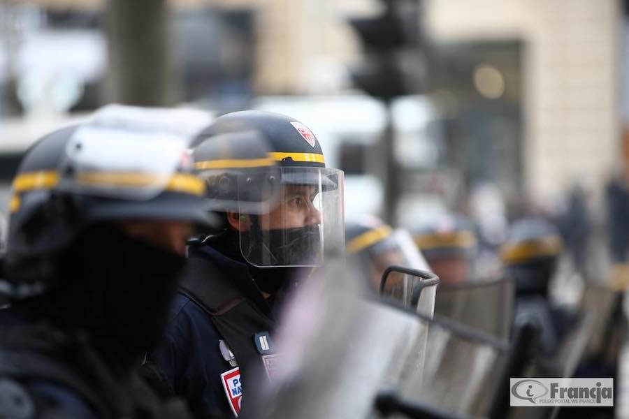 Ponad 20 tys. osób protestowało w Paryżu przeciw brutalności policji