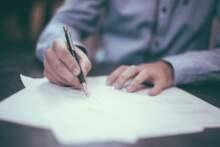 Minister edukacji zakazał używania pisowni inkluzywnej w szkołach