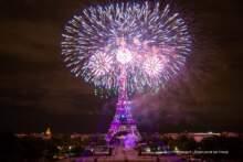 14 lipca: Pokaz fajerwerków przy wieży Eiffla otwarty dla publiczności