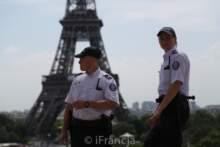 Trzem policjantom grożono śmiercią; po zamachu w Rambouillet wzmocniono ochronę komisariatów