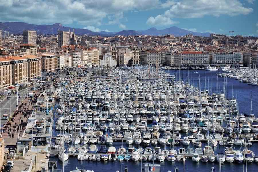 W Marsylii obowiązkowe maski, bary zamykane o godz. 23