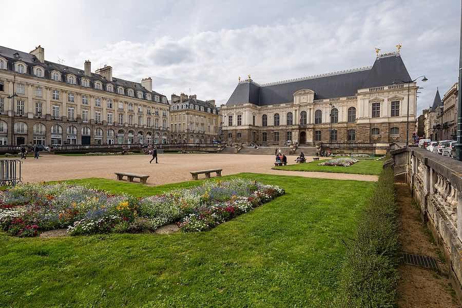 Naturyści na rowerach przejechali przez Rennes w obronie planety