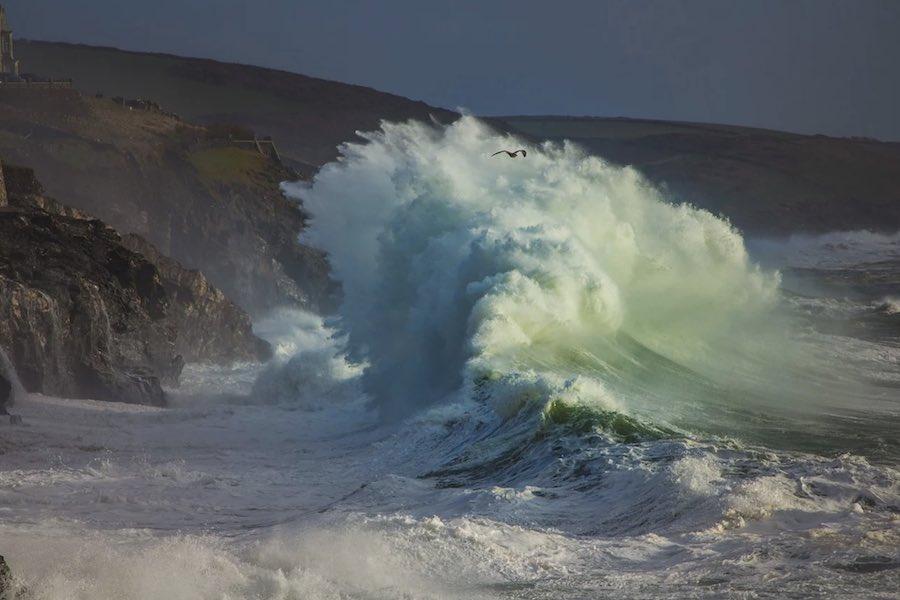 60 tys. gospodarstw domowych bez prądu z powodu huraganowych wiatrów