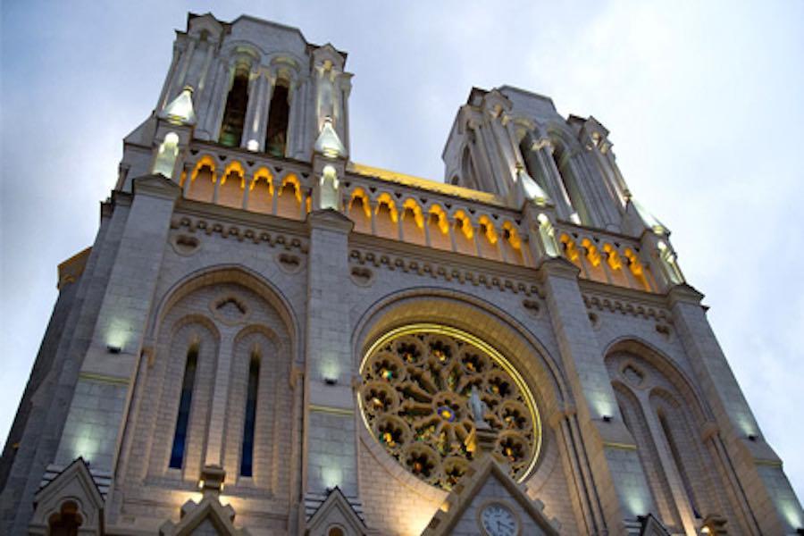 """""""Le Monde"""": ofiary ataku nożownika w Nicei to dwie kobiety i kościelny bazyliki"""